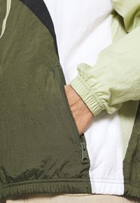 Jordan - JUMPMAN  - Training jacket - celadon/cargo khaki/white/black - 5
