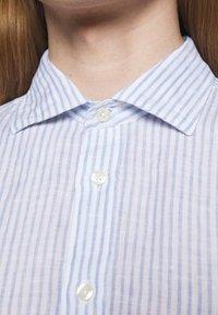 120% Lino - SHIRT SLIM FIT - Camicia - white - 5