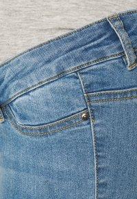 Mamalicious Curve - MLJULIA - Slim fit jeans - light blue denim - 2