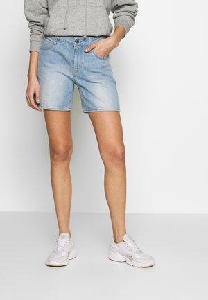 3301 HIGH BOYFRIEND - Denim shorts - sun faded blue stone