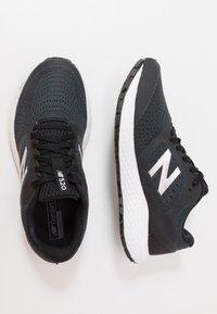 New Balance - 520 V6 - Neutrální běžecké boty - black - 1