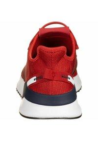 adidas Originals - U_PATH RUN SHOES - Trainers - red/black - 3