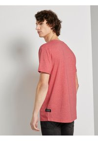 TOM TAILOR DENIM - Basic T-shirt - normal red melange - 2