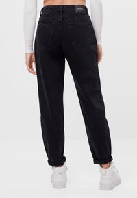 Bershka - MIT UMSCHLAG  - Relaxed fit jeans - black - 2