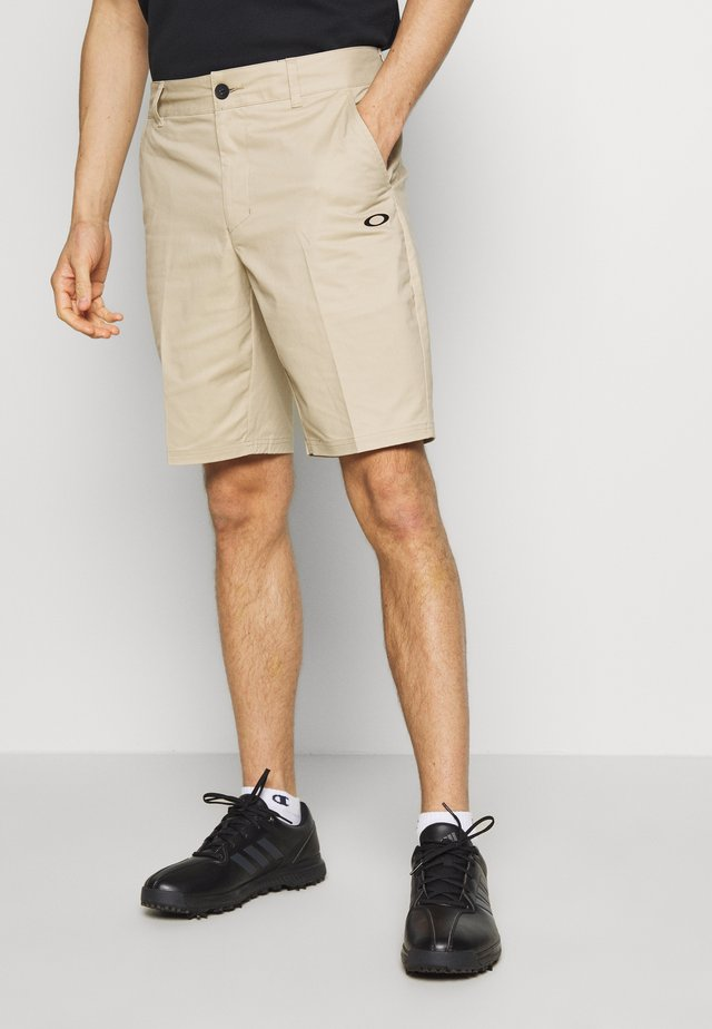ICON GOLF SHORT - Korte broeken - safari