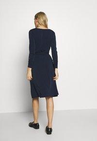 Wallis - WRAP FIT AND FLARE DRESS - Sukienka z dżerseju - navy blue - 2