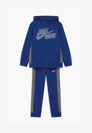 SET - Dres - game royal