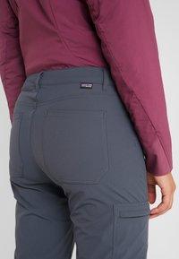 Patagonia - SKYLINE TRAVELER PANTS - Pantalon classique - smolder blue - 6