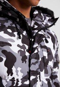 Alessandro Zavetti - OSHAWA PADDED - Winter jacket - khaki - 7