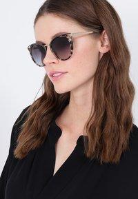 Prada - Solglasögon - brown - 1