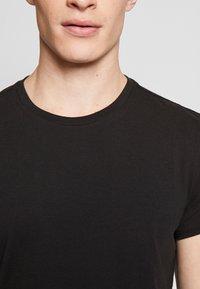Levi's® - SOLID CREW 2 PACK - Unterhemd/-shirt - jet black - 4
