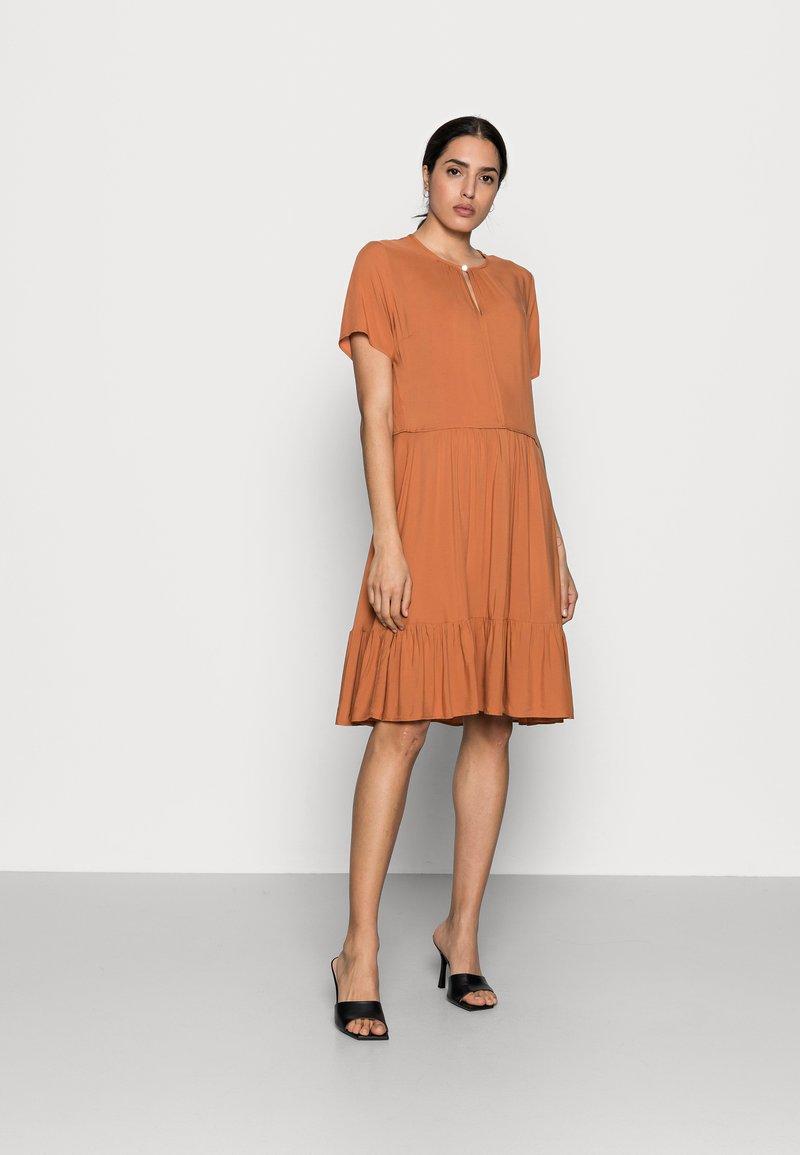 InWear - VIKSA DRESS - Sukienka letnia - honey