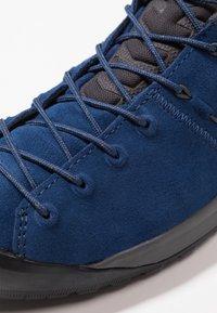 Mammut - Hiking shoes - dark surf - 5