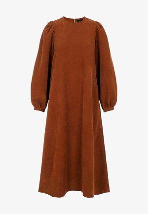 BALLONÄRMEL - Gebreide jurk - adobe