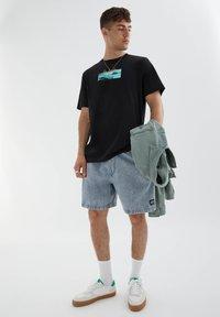 PULL&BEAR - LOS ANGELES - Print T-shirt - black - 1