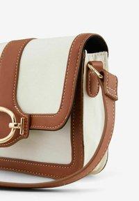 Pieces - Handbag - cognac - 2