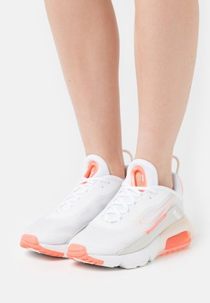 AIR MAX 2090 - Sneakers laag - white/crimson tint/bright mango