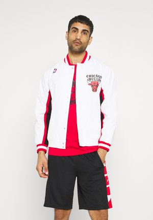 NBA CHICAGO BULLS AUTHENTIC WARM UP JACKET - Klubové oblečení - white