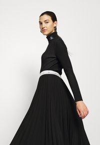 Calvin Klein Jeans - Svetr - black/bright white - 3