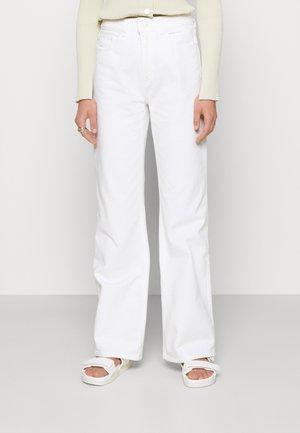 NINETTE - Straight leg jeans - white denim