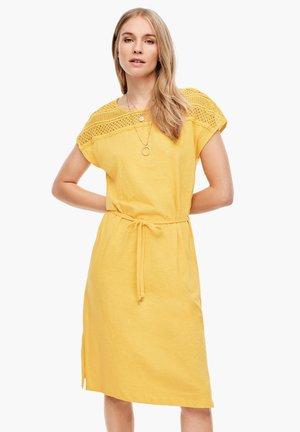 MIT SPITZENPASSE - Korte jurk - yellow