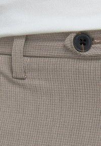 Jack & Jones - CHINO MARCO CONNOR AKM 1008 - Pantalones chinos - crockery - 4