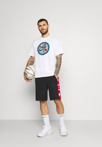 Nike Performance - TEE - T-shirt con stampa - white - 1