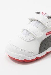Puma - STEPFLEEX 2 UNISEX - Sportschoenen - white/castlerock/high risk red - 2