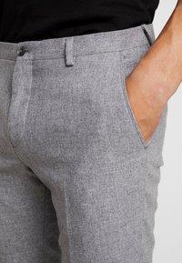 Viggo - ALTA TAPERED - Trousers - light grey - 4