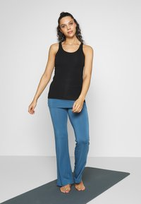 Curare Yogawear - RACERBACK  - Topper - black - 1