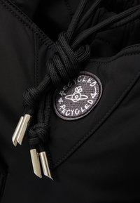 Vivienne Westwood - CLINT NEW SHOPPER UNISEX - Tote bag - black - 5
