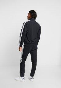 adidas Originals - REVEAL YOUR VOICE  - Chaqueta de entrenamiento - black - 2
