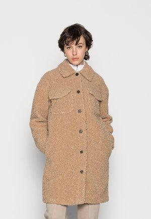 VMKYLIEFILUCCA LONG JAKCET - Winter coat - safari