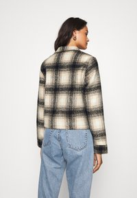 ONLY - ONLLOU CHECK JACKET - Summer jacket - pumice stone/black - 2