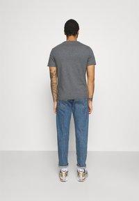 Levi's® - ORIGINAL TEE - Print T-shirt - greys - 2