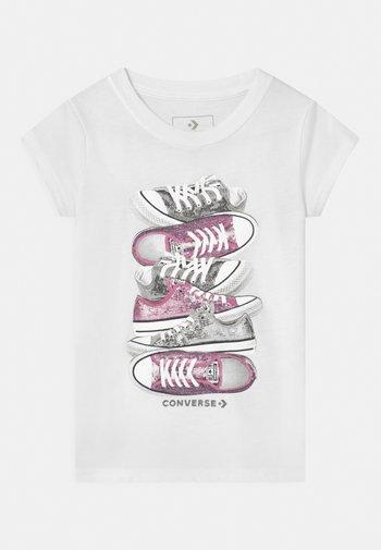 SHOE STACK - T-shirt imprimé - white