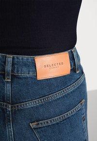 Selected Femme - SLFKATE INKY - Straight leg -farkut - medium blue denim - 4