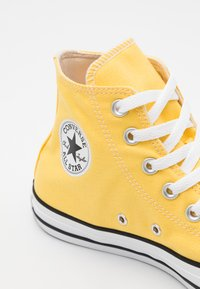 Converse - CHUCK TAYLOR ALL STAR - Höga sneakers - butter yellow - 5