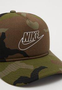 Nike Sportswear - CAMO TRUCKER - Kšiltovka - medium olive - 2