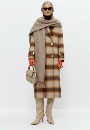 KARIERTER - Classic coat - camel