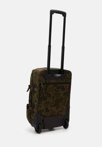 Filson - DRYDEN 2 WHEELED CARRY ON BAG - Wheeled suitcase - mottled olive - 3
