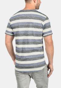 Solid - RUNDHALSSHIRT THICCO - Print T-shirt - marlin - 1