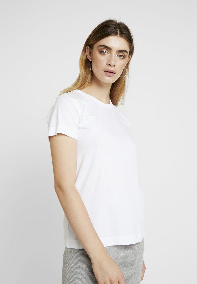 SIGNE - Jednoduché triko - white