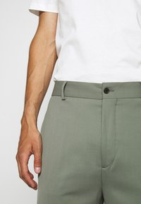 J.LINDEBERG - HAIJ SUMMER  - Trousers - dusk green - 5