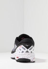 Mizuno - WAVE ULTIMA 11 - Neutral running shoes - white/black - 3