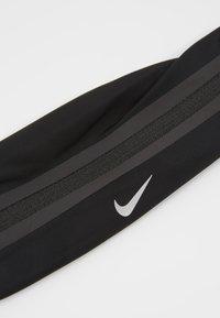 Nike Performance - SLIM WAISTPACK 2.0 UNISEX - Bum bag - black/silver - 2