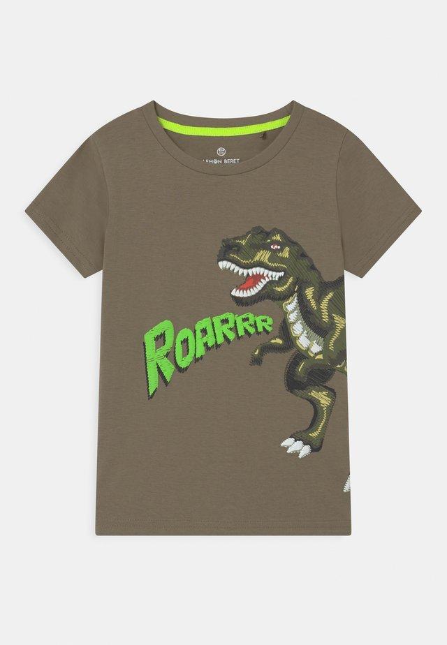 SMALL BOYS  - T-shirt print - vertiver