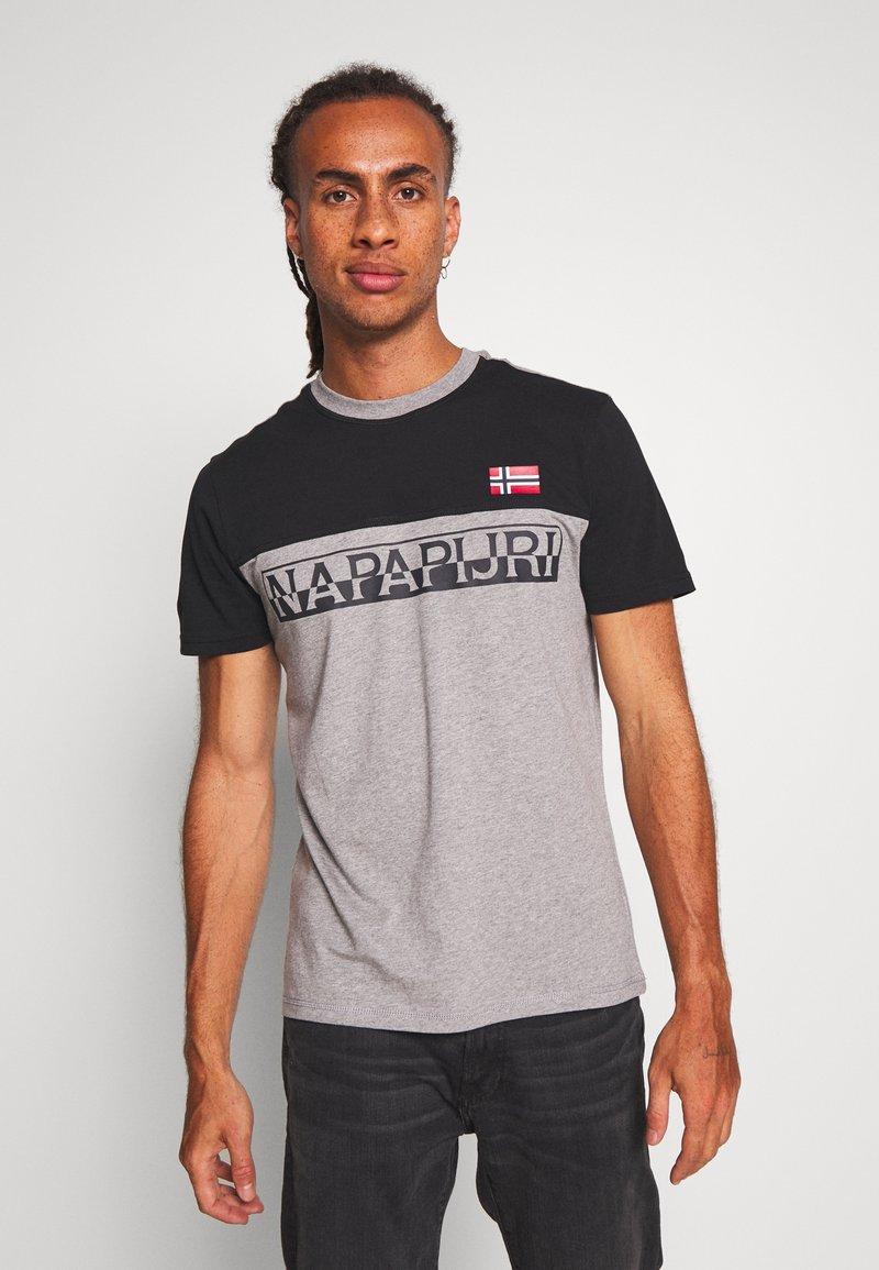 Napapijri - SARAS - T-shirt con stampa - med grey