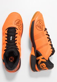 Kempa - ATTACK CONTENDER CAUTION  - Handball shoes - fresh orange/black - 1