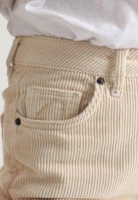 BDG Urban Outfitters - MOM - Kangashousut - white - 6